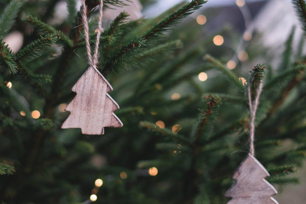 Plastic-free Christmas tree decorations