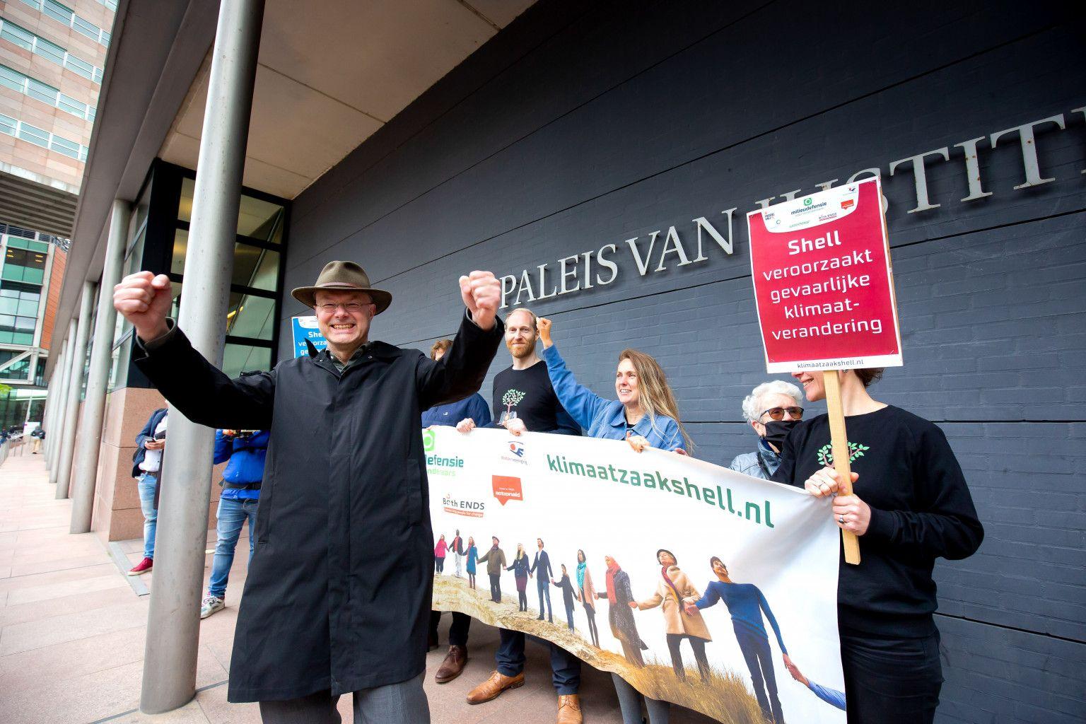 Donald Pols celebrates Dutch Climate Case victory against Shell Photo: Milieudefensie